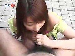 MILF japonesa le gusta mamada pública