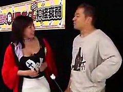 Lucky guy a deux filles japonaises fascinantes caresser son h