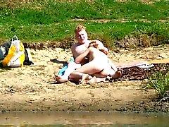 Nudité de plage de quatorze