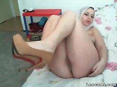 Teini arabi- tyttö masturbointi dildolla