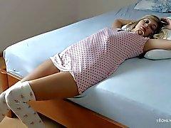Подростковая Бейб Барби позы топлес по утрам