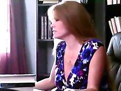 Hot cougar Darla Crane da clases privadas de educación sexual