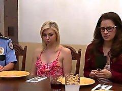 Große Brüste Lesben wird gegessen