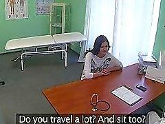 Fälschung Arztes schlug mit seine Patientin wirklich gut