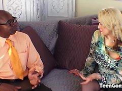 TEENGONZO Rubia tetona Sarah Vandella toma grasa BBC en el coño