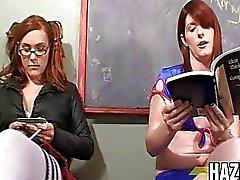 Два горячих трансов Подросток , имеющих секс в классе