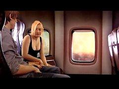 Schwester gibt Bruder BJ auf Flugzeug