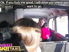 Sexy pilote Femme Taxi Faux suce et baise pour obtenir même Vol