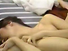 Aasian japanilainen amatööri käsittelee ankkuroitua lelua