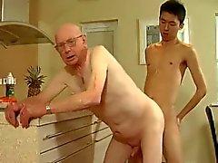 El abuelo y al hombre jóvenes