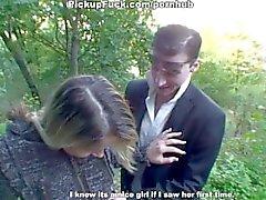 scene di sesso all'aperto con una bionda