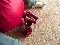 Triguena Kinky de tetas redondas perfecta consigue su wet pussy lamió en el sofá