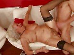 Lustvolle vollbusige Großmutter fucking mit ein Junge