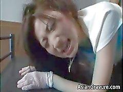 Agressif femme asien devient chatte velu