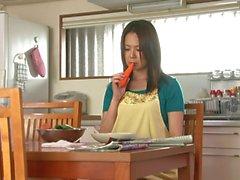 Sporche casa di la moglie fuckes la figa con le carota