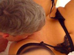 Rasierte Muschi pornstar Dreier und Orgasmus