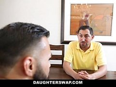 DaughterSwap - Besties sacanagem Fuck Eachothers Dads