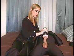 Escravidão feminina - jovem escravo abusado pela amante loira