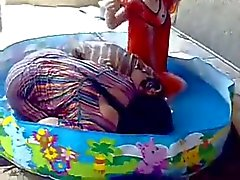 Sexiga brudar som badar i bad