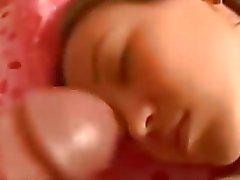 Dormir corrida en la cara