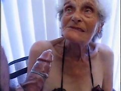 90 Jahre alt, aber immer noch liebt Schraube Enedina von 1fuckdatecom