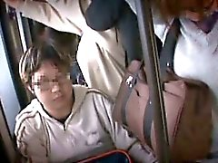 Kaksi ujo Teen sisarta häiritseviä missään junassa