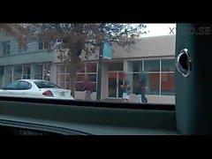 Paar Brazzers Mädchen fahren um in einer Limousine und chatten, während Ficken