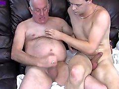 Al abuelo y de NO de su Hijo tienen una lección el sofá