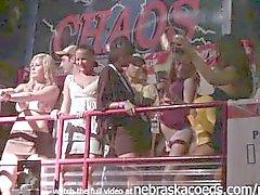 upskirt party girls panty clignotante collège sur les vacances de printemps