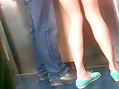 Mostrando nalgas en el métro