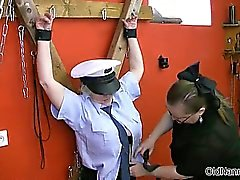 policière maturité sexy séduits par prisonnière partie4