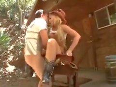 PAWG cowgirl baisée extérieur