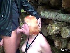 Deutsch Redhead MILF Fick mit jungen Jungen im Freien nach der Schule