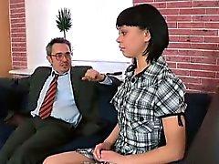 Sahibi sonia onun öğretmeniyim ağzına içine boşalmak ve kazanmak istiyor