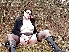 Joufflu amateur clignotement Alyss au masturbates publique