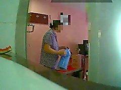 Yanıp sönen otel hizmetçisi (1)