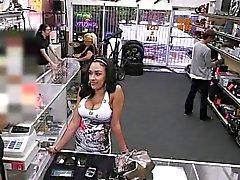 guarra de latina Busty quiere vender el teléfono termina por martilló