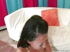 Éva Angelina pleinement à la crème par des les robinets de monstre de