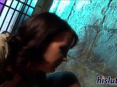 Intense prison sexe avec deux horny lezzies