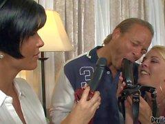 Vollbusige Shay Fuchs nutzt schwarz Band On Dildo