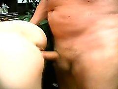 Blondin samt rödhårig tonåring cuties sugande och jävla en dunka stick