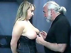 Busty Slave in der Dungeon