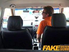 Fake Driving School Sexy geilen Lernenden heimlich fuck in Lehrer Auto