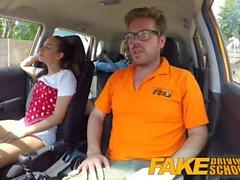 Falso Driving School los estudiantes calientes atractivas en secreto coger en instructores coche