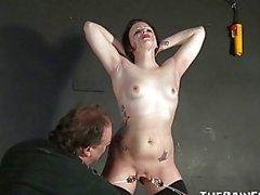 De pleurer amateurs Slavegirls de Sadistic rencontres la torture
