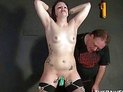 Weinend Bewunderer Slavegirls sadistischen Muschi Folter Position