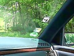 Бель Клэр получает ударил сложно в автомобиль