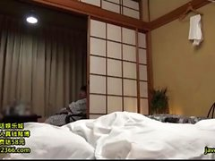 Geile Amateur japanische Milf öffnet haarige Fotze zum Ficken
