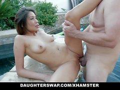 DaughterSwap - азиатская дочь трахает лучшие друзья DAD