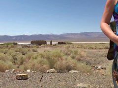 Sexig kvinna blinkar i Västamerika